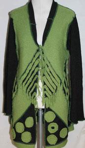 Grün-schwarzer Mantel neu zusammengesetzt, als Upcycling