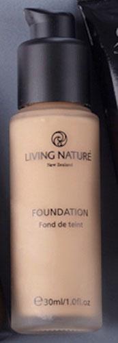 Naturkosmetik, Foundation, Test, Erfahrung, Dr. Hauschka, Lavera, Living Nature, Alva, Empfehlung, review, Inhaltsstoffe