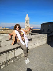 Сначала я училась в университете Гранады,  потом закончила  факультет туризма в университете  Жироны и несколько специализированных курсов для гидов в Барселоне и на Коста Брава. Затем успешно сдала государственные экзамены при автономном правительстве Ка