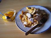 Kaiserschmarrn ist die beliebteste süße Nachspeise im Salzburger Land.