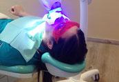 Loch im Zahn feste Zähne