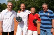 In der Mitte Sieger Jakunin und Finalist Trommer mit Turnierleitung