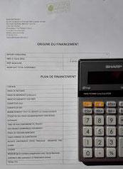 feuille blanche et calculatrice
