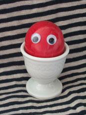 Das kleine rote Osterei sagt Hallo.
