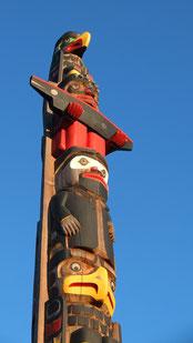 Schnitzkunst der Ureinwohner Kanadas ...