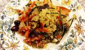 Gemüse-Quinoa mit Hopfenspitzen