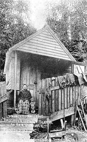 Princess Angeline in ihrer Hütte, eine Postkarte aus einem Kuriositäten-Shop