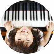 子どものピアノ演奏