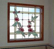 バラ・デザインのステンドグラス