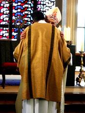 Umarmung des Bischofs