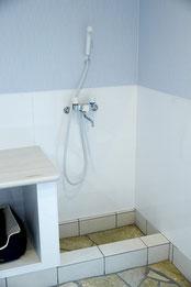 温水シャワー付き洗い場