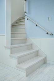 階段も滑りにくいフロアコーディング