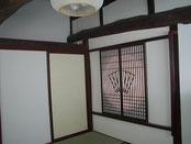 2階和室6帖 障子を開けると囲炉裏の間が見える