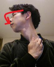 首の痛みのストレッチ