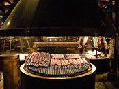 Cuisson de morceaux de viande de limousine au barbecue