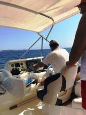 Motorbootfahrer auf dem Meilen-Praxistörn