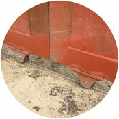 鉄製引戸の戸車交換