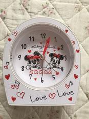 いつも海外に行くと、デジタル電波時計が使えず空しくなり・・・。遅ればせながら、アナログの目覚まし時計を買いました。