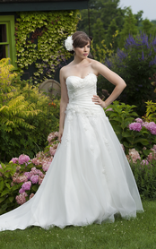 Brautkleid im Grünen