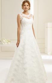 Brautkleid mit Spitzenoberteil