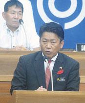 与党議員の一般質問に答弁する中山市長=10日午後、市議会