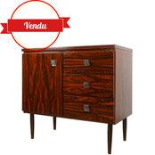 buffet scandinave,buffet vintage palissandre,meuble design en palissandre,bois rouge,design et vintage,majdeltier,années 60,poignées chromées,original