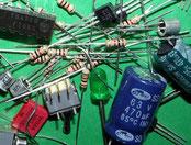 Schalter, Widerstände, Kondensatoren, Elkos, Transistoren und Leúchtdioden