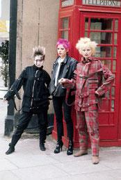 Vivienne Westwood (rechts im Bild)