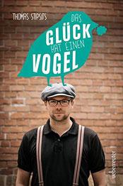 """Das Cover von """"Das Glück hat einen Vogel"""" zeigt Thomas Stipsits."""