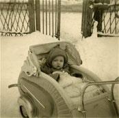 1958/59 in meinem Rennwagen bei meinen Großeltern in Luplow