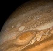 Jupiter mit Bänderstruktur und Großem Roten Fleck (NASA/NSSDC/Voyager1)