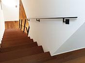 アイアン手すり直階段にはこう付ける