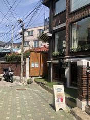 ⑮右側に人気CAFE(WE ARE SOULMATE1号店)あります。通過