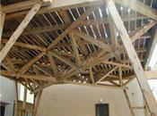 巨大な屋根付き物干