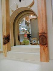 鏡の前は階段構造です