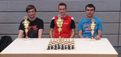Die besten drei der U18: v.l.n.r.: 2. Alexander Höhn (TSV Wertingen), Sieger Uli Weller, 3. Simon Bogner