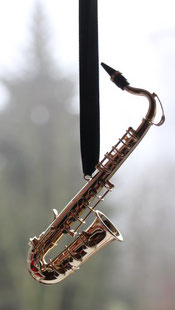 Saxofon aus Messing  als Accessoires für Musiker.