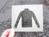Street art- Schablone Asphalt grau Muster risse im abstrakt Shirt t-shirt Form  Schablone durchschauen create your own shirt