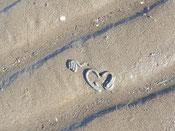 Wattwurm hinterlässt herzförmige Spur