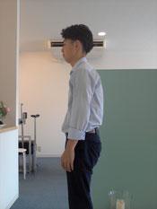 姿勢が悪い頚椎症の男性