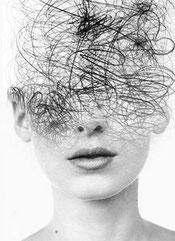 Dans la dépression, la perception de soi, des autres, du monde, de l'avenir est comme obscurcie par des lunettes noires.