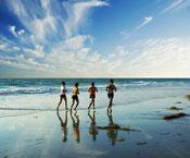 Bewegung Gesundheit Joggen Strand Meer Gruppe