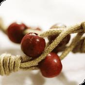 perles bois rouge sur cordeau macramé