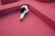 une femme effondrée pour parler de l'angoisse du patient atopique