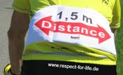 Ansicht der rückwärtigen Taschen des respect-for-life Trikots mit international verständlichem Distance-logo