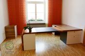 Büroeinrichtung in Nussbaum furniert und weiß lackiert - Schreibtisch mit flächenbündiger Schreibtischunterlage, Container & Druckerschrank