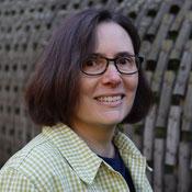 Francesca Bircher und Harris Tweed ist eine Liebesgeschichte mit dem handgewoben Stoff welcher sie zu Türstopper, Kissen und Mode verarbeitet.