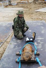 今回処理された米国製50㌔爆弾=20日午前、那覇市国際通り