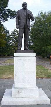 Памятник Кингу в Парке Келли Ингрэма Бирмингема