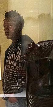 Au musée du Quai Branly avec un bronze d'Ifé